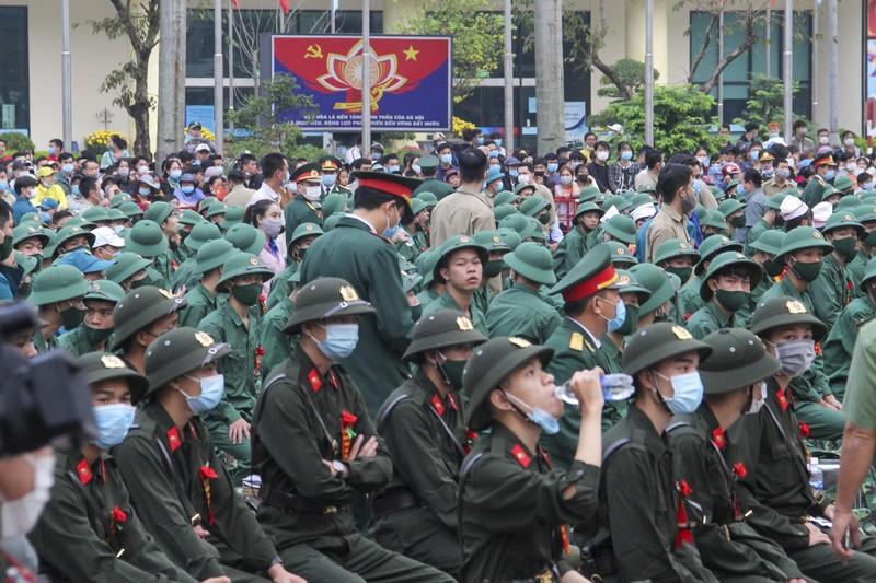 Hình ảnh hơn 1.400 thanh niên Thừa Thiên - Huế nhập ngũ - ảnh 2