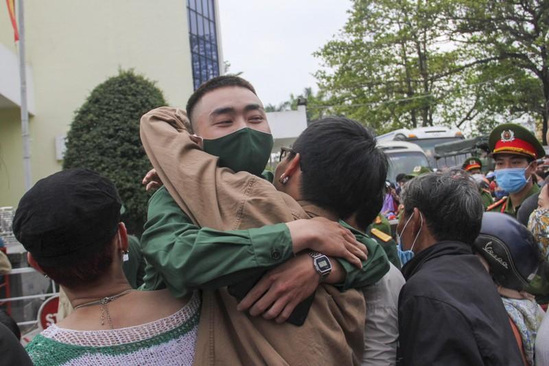 Hình ảnh hơn 1.400 thanh niên Thừa Thiên - Huế nhập ngũ - ảnh 6