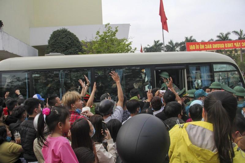 Hình ảnh hơn 1.400 thanh niên Thừa Thiên - Huế nhập ngũ - ảnh 7