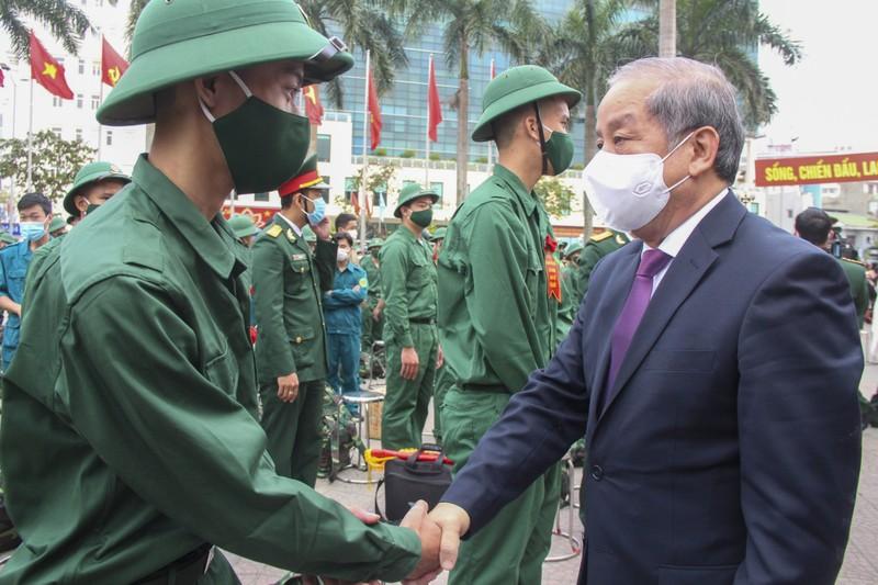 Hình ảnh hơn 1.400 thanh niên Thừa Thiên - Huế nhập ngũ - ảnh 3