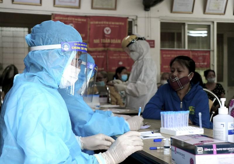 Hàng trăm tiểu thương ở Huế bất ngờ vì được xét nghiệm COVID-19 - ảnh 3