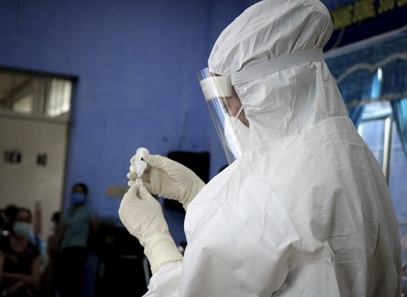Hàng trăm tiểu thương ở Huế bất ngờ vì được xét nghiệm COVID-19 - ảnh 9