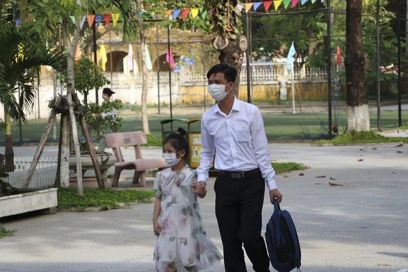 Thừa Thiên - Huế: Học sinh đến trường sau thời gian học online - ảnh 2