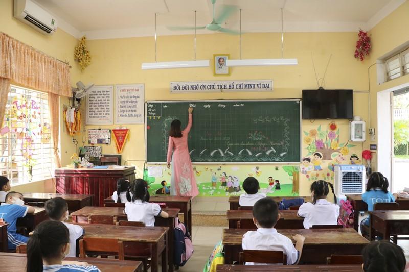 Thừa Thiên - Huế: Học sinh đến trường sau thời gian học online - ảnh 9