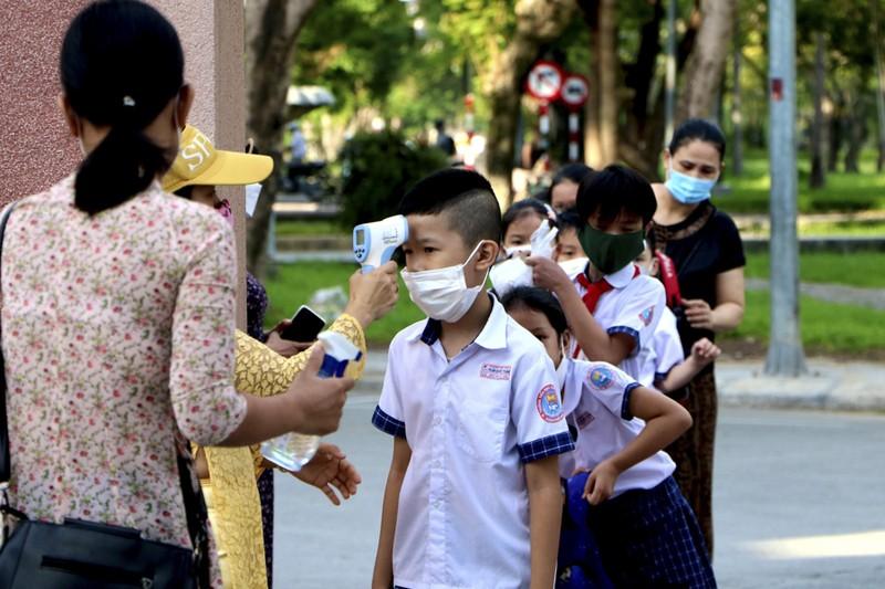 Thừa Thiên - Huế: Học sinh đến trường sau thời gian học online - ảnh 1