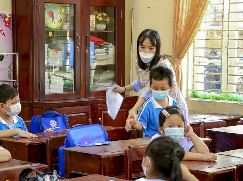 Thừa Thiên - Huế: Học sinh đến trường sau thời gian học online - ảnh 3