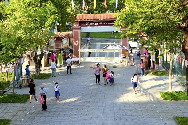 Thừa Thiên - Huế: Học sinh đến trường sau thời gian học online - ảnh 10