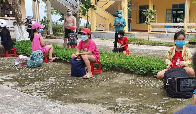 Thừa Thiên - Huế: 32 học sinh phải cách ly tại trường sau ca nghi nhiễm COVID-19 - ảnh 1