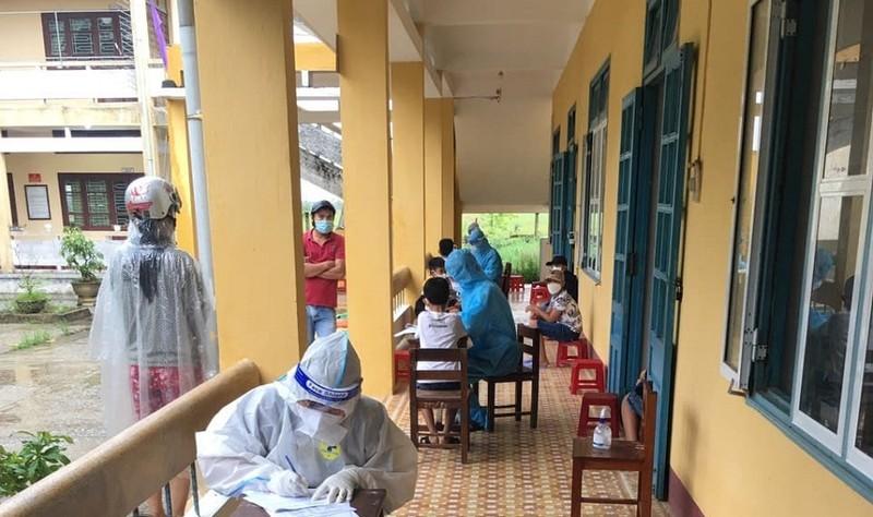 Thừa Thiên - Huế: 32 học sinh phải cách ly tại trường sau ca nghi nhiễm COVID-19 - ảnh 2