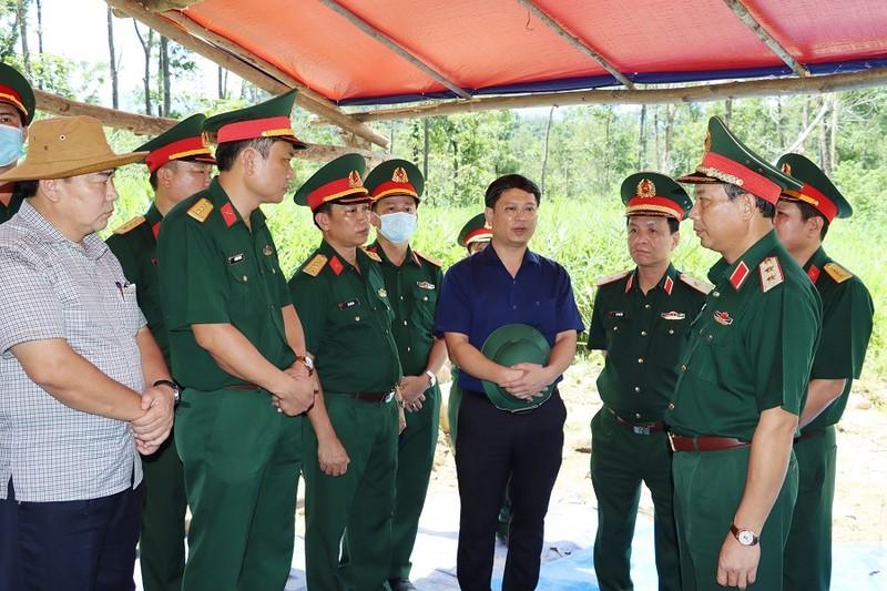 Dâng hương tưởng niệm 13 liệt sĩ Rào Trăng 3 trong ngày giỗ đầu - ảnh 2