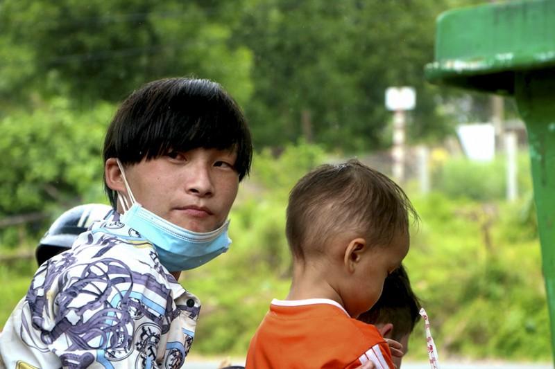 Bữa ăn vội bên chốt kiểm soát tại Thừa Thiên- Huế trên đường về quê - ảnh 6
