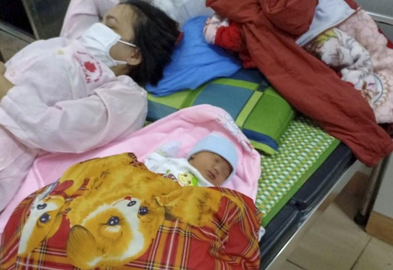 Sản phụ sinh con bên đường khi từ TP.HCM về Nghệ An - ảnh 2
