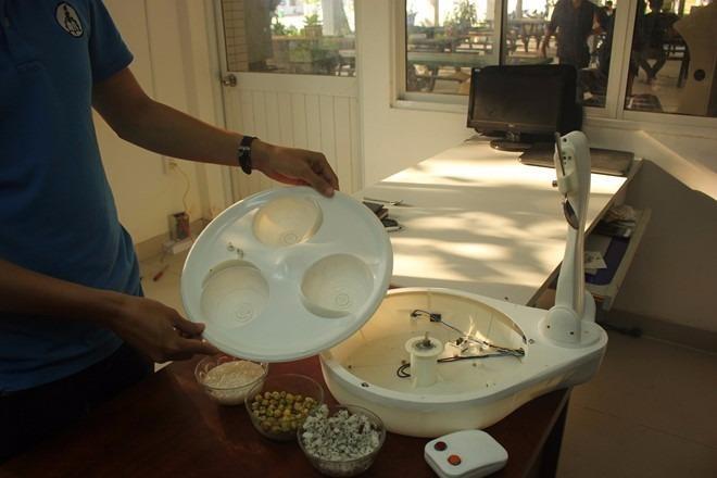 Thiết bị có cấu tạo khá đơn giản, mâm thức ăn có thể tháo dễ dàng