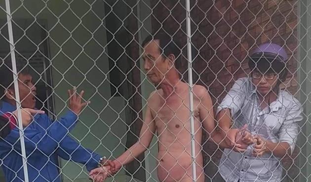 Khởi tố cụ ông khỏa thân cùng bé gái 13 tuổi - ảnh 1