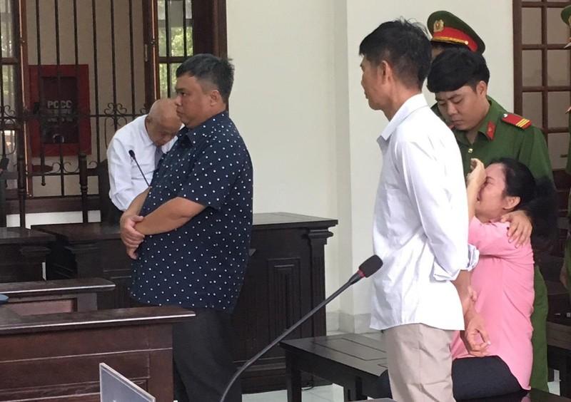 Nữ bị cáo ngất xỉu ngay sau khi tòa tuyên án - ảnh 3