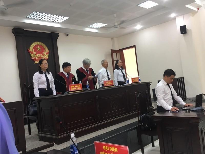 Nữ bị cáo ngất xỉu ngay sau khi tòa tuyên án - ảnh 1