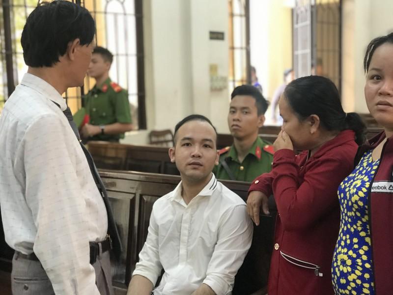 Giúp đàn em rồi chém chết người, hầu tòa về hai tội - ảnh 1