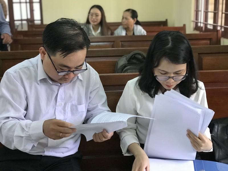 Thầy cho trò diễn 'cảnh nóng: Tòa dừng để xác minh chứng cứ - ảnh 1