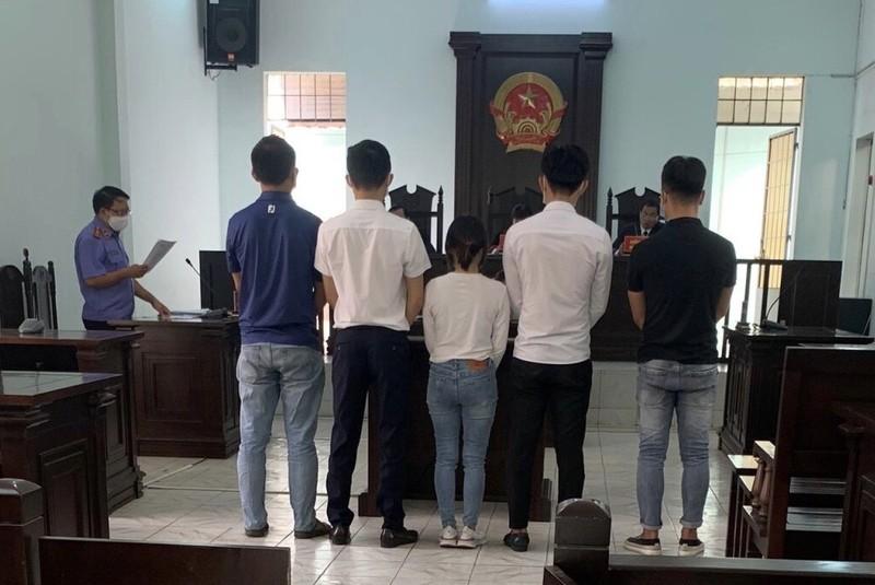 5 người lãnh án vì đánh bài ăn tiền trong quán cà phê - ảnh 1