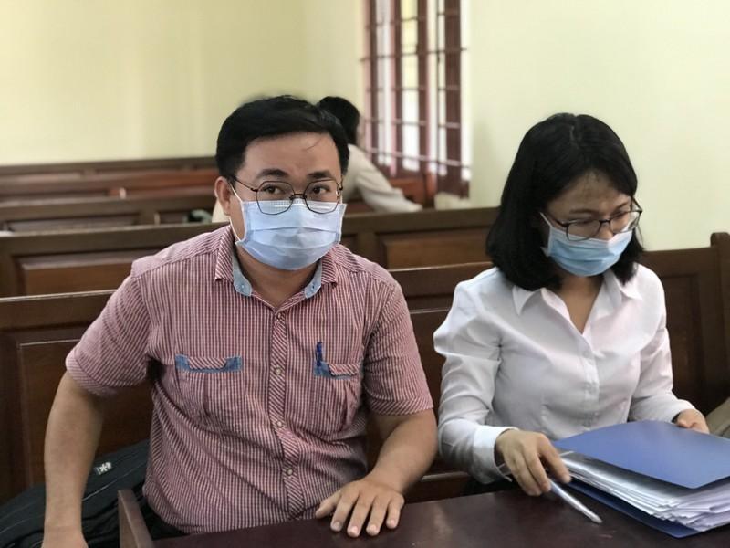 Thầy cho trò diễn 'cảnh nóng': Tòa đình chỉ xét xử - ảnh 1