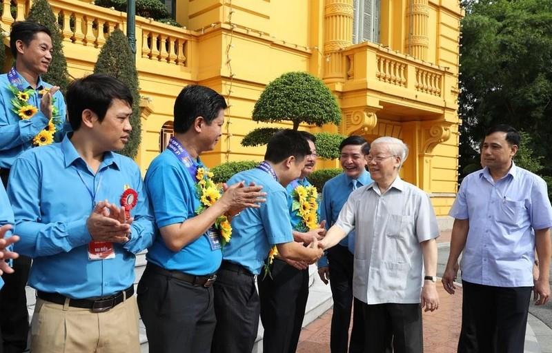 Tổng Bí thư, Chủ tịch nước gặp mặt cán bộ công đoàn tiêu biểu - ảnh 1