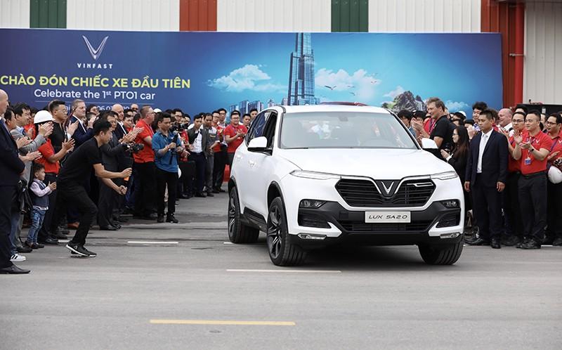 Tỉ phú Phạm Nhật Vượng quyết định đổi xe Lexus sang xe VinFast - ảnh 2