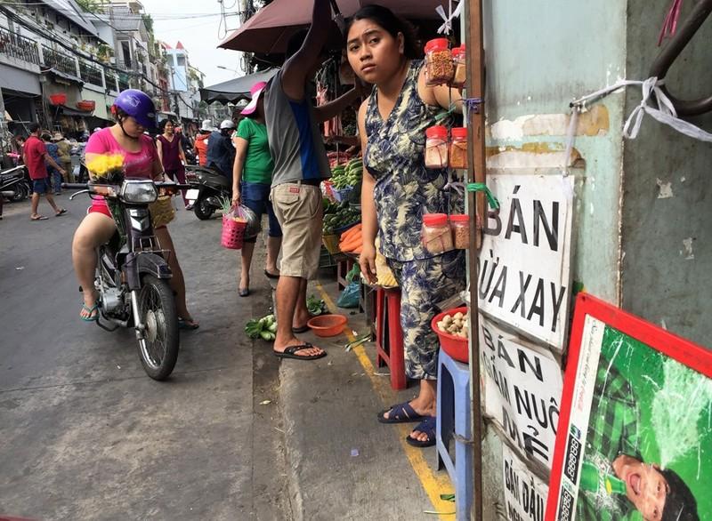 Dẹp vỉa hè, chợ Bà Hoa bỗng... thông thoáng  - ảnh 3