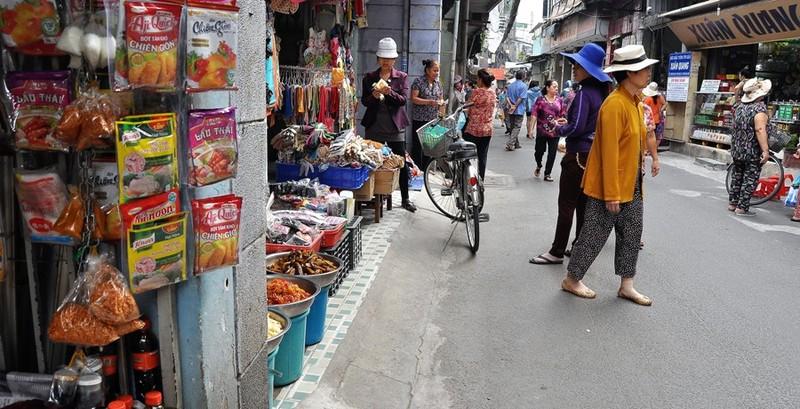 Dẹp vỉa hè, chợ Bà Hoa bỗng... thông thoáng  - ảnh 5