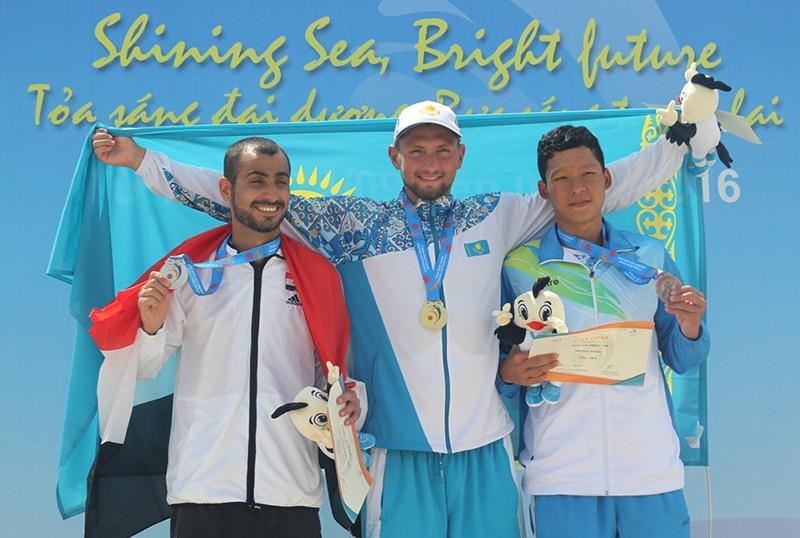 3 kình ngư cùng phá kỷ lục quốc gia 800 m tự do nam - ảnh 1