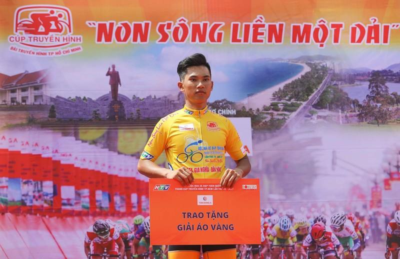 Huỳnh Thanh Tùng 'thôn tính' ngôi đầu giải áo xanh - ảnh 5