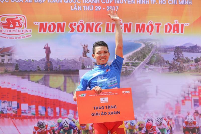 Huỳnh Thanh Tùng 'thôn tính' ngôi đầu giải áo xanh - ảnh 4