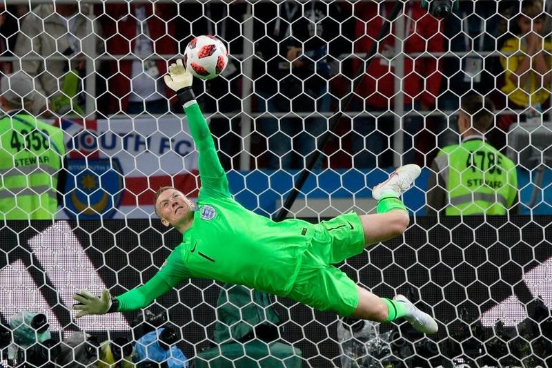 Chuyển động World Cup: Gary Neville bị chỉ trích 'hai mặt' - ảnh 1