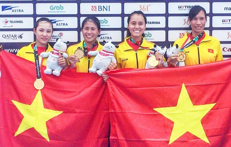 """Bốn cô gái """"vàng"""" Rowing rơi lệ khi hát quốc ca Việt Nam - ảnh 2"""