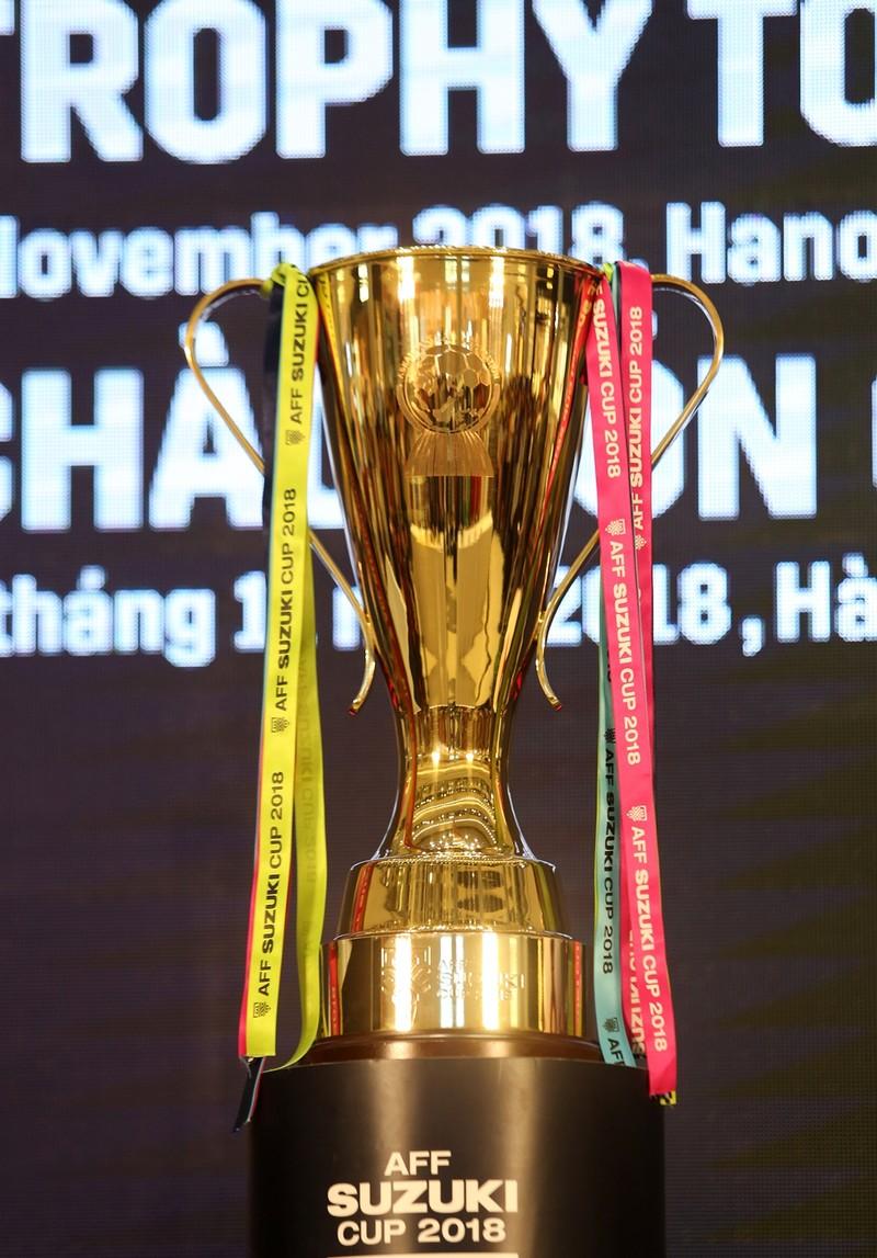 Thủ môn Bùi Tiến Dũng và cúp vàng AFF bị 'vây' tại Hà Nội - ảnh 3