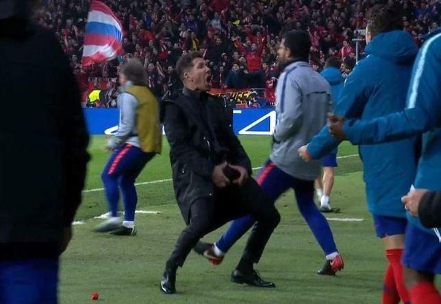 Sao Liverpool thác loạn, HLV Simeone bị CĐV dọa giết - ảnh 3
