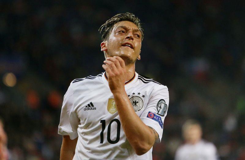 Bierhoff nhận sai, khiến Mesut Ozil chia tay đội tuyển Đức - ảnh 1