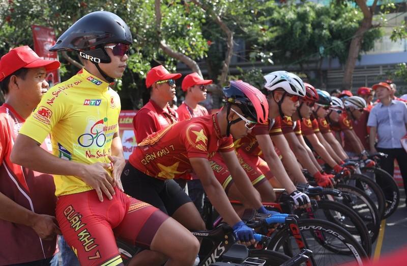 Huỳnh Thanh Tùng 'thất thủ' sau chặng đồng đội tính giờ - ảnh 1