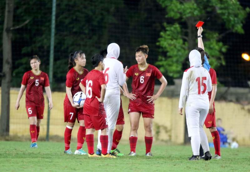 U-19 nữ Việt Nam hòa vất vả Iran, Tài Em đối đầu cựu sao Raul - ảnh 2