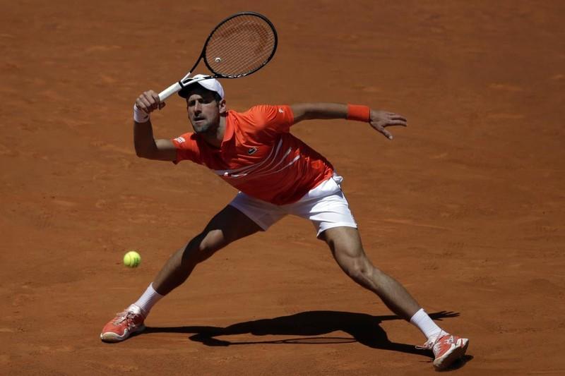 VĐV Mỹ bị lao đâm xuyên lưng; Federer gục ngã ở Madrid - ảnh 4