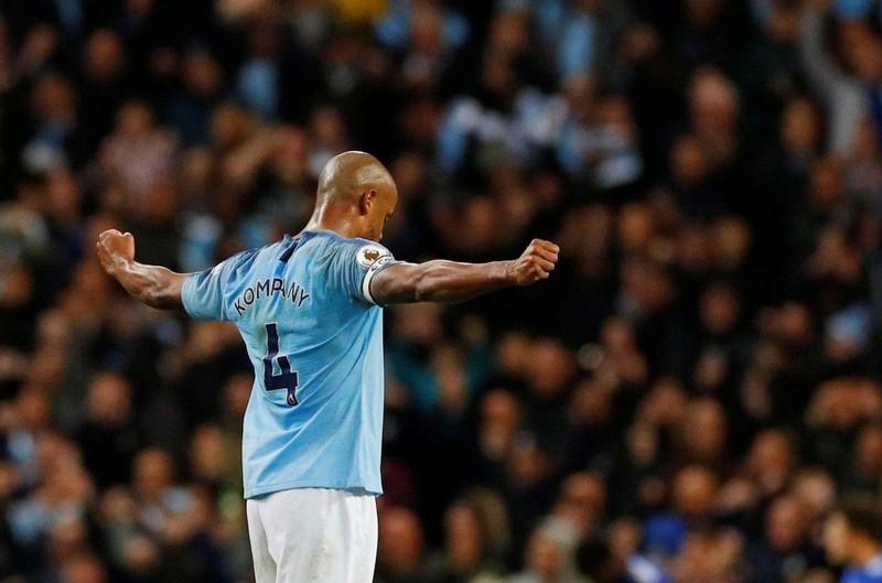 Cầu thủ từng đến VN chia tay Man City, Ronaldo gửi tâm thư - ảnh 1