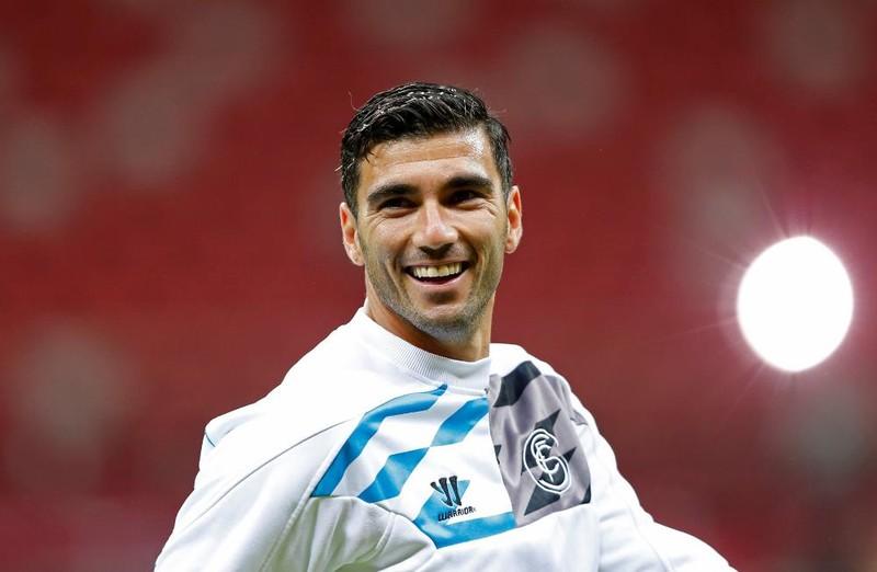 Bóng đá thế giới tưởng nhớ Reyes, Số 1 thế giới bị loại - ảnh 3