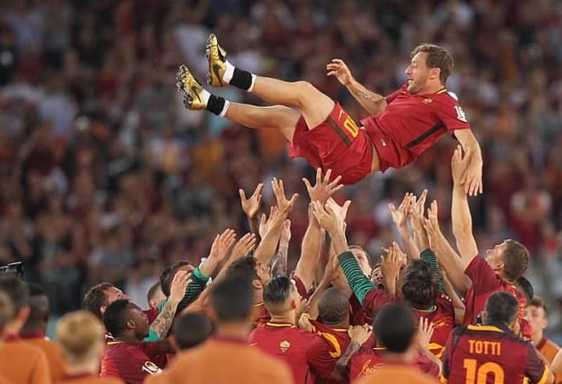 Totti: Có người đâm sau lưng tôi; Hà Nội đè bẹp TP.HCM II - ảnh 1
