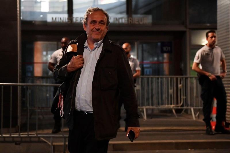 Qatar phớt lờ vụ Platini bị thẩm vấn; Barca mua lại Neymar - ảnh 3