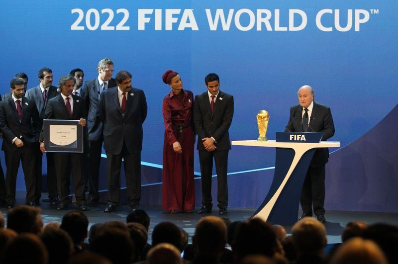 Qatar phớt lờ vụ Platini bị thẩm vấn; Barca mua lại Neymar - ảnh 2