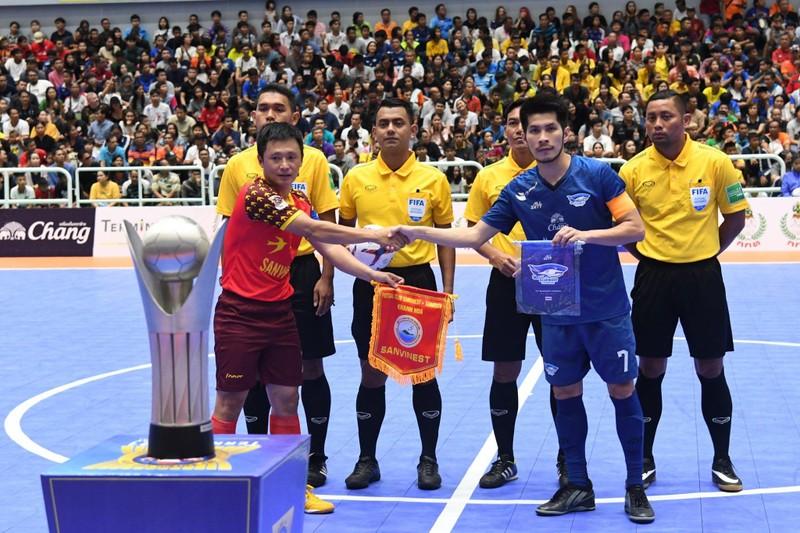 Futsal Việt Nam thua đậm Thái Lan; Sao trẻ MU đòi tăng lương - ảnh 3