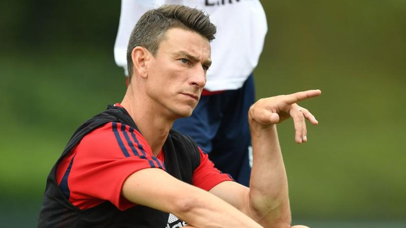 De Gea ở lại Old Trafford, Arsenal thấp thỏm với Ksocielny - ảnh 1
