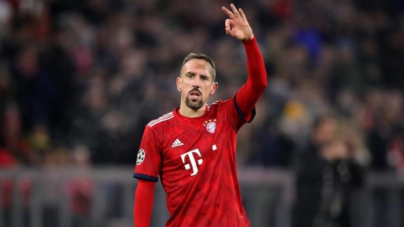 Ribery đút túi 8 triệu euro; Ronaldo mập mờ chuyện treo giày - ảnh 3