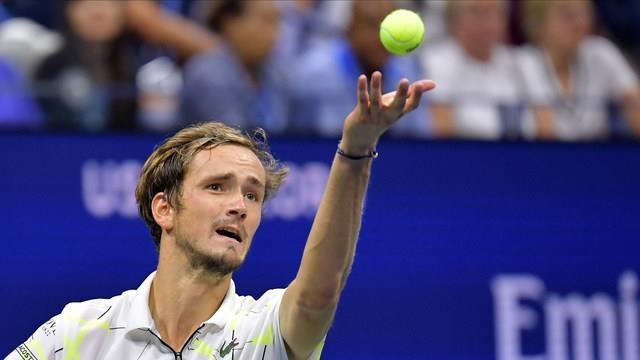 Thắng kịch tính Medvedev, Nadal tiến gần kỷ lục của Federer - ảnh 2