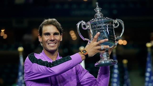Thắng kịch tính Medvedev, Nadal tiến gần kỷ lục của Federer - ảnh 1