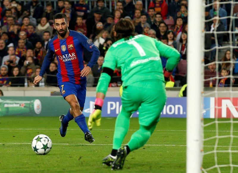 Sao mà MU thèm khát lập kỷ lục; tiền vệ Barca bị phạt tù - ảnh 6